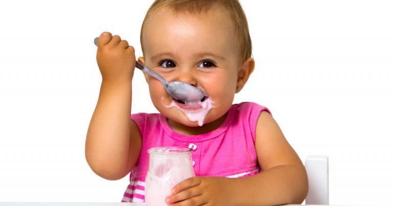 ما هي فوائد الزبادي للرضع وهل يمكن صنعه بحليب الأم