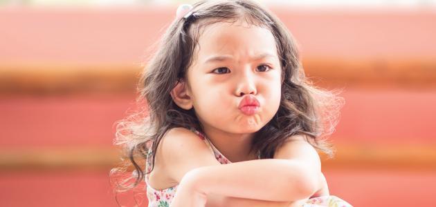 كيفية التعامل مع الطفل العنيد والعصبي في عمر السنة ونصف
