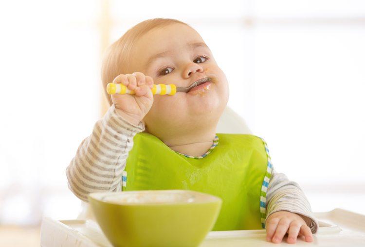 الأغذية المناسبة للأطفال في سن السنة ونصف