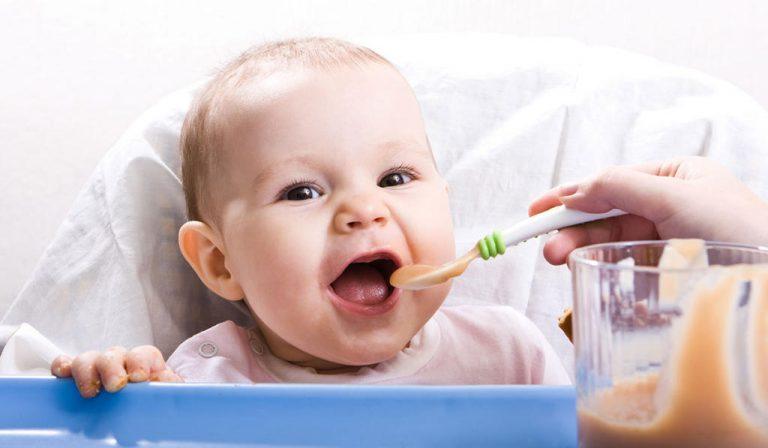 ما هو اكل الطفل في الشهر الرابع؟ نقدم لكم 6 مقترحات