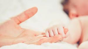 للسيدات إليكِ افضل كريم لتشققات الثدي بعد الولادة