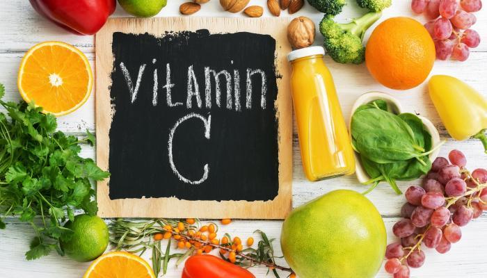 ما هي فوائد فيتامين سي الفوار للبشرة؟