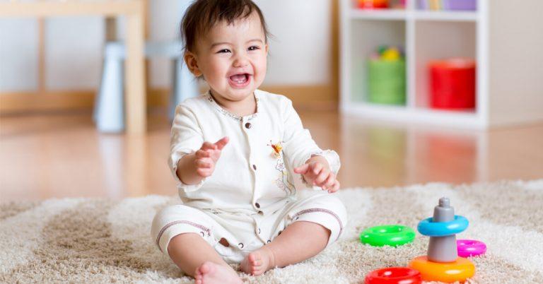 متى يجلس الطفل؟ مع 4 نصائح هامة