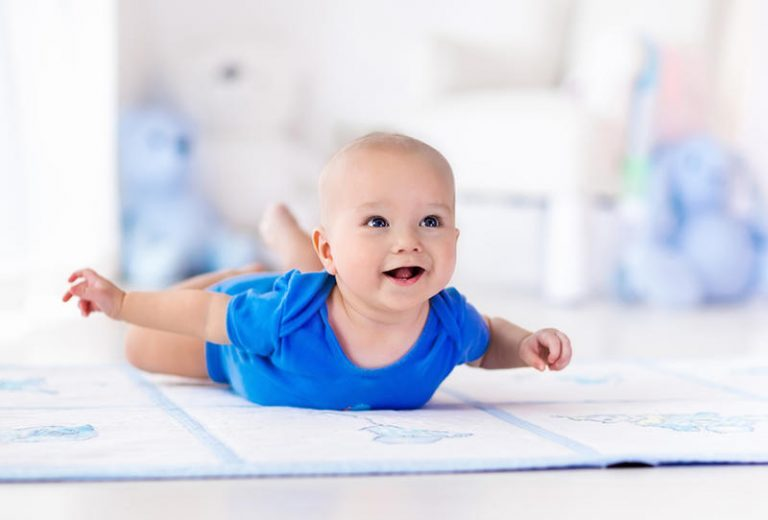 متى يحبو الطفل وكيف يكون شكله؟